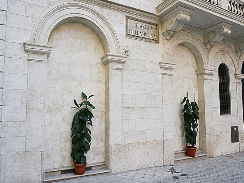 Отделка фасада коттеджа камнем и